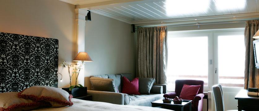 austria_arlberg-ski-area_lech_Hotel-Berghof_arlberg_large_bedroom.jpg